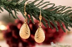 These simple, yet elegant, earrings are a must have to complete your holiday style! || http://www.jtv.com/10k-yellow-gold-diamond-cut-teardrop-dangle-earrings/1729807.html?mcid=XSOPinterestOhWhatFun [Promotional Pin]