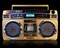 Lasonic 1931X Brings 80's Gaudy Fashion To Modern iPod Boombox  http://www.coolthings.com/lasonic-i931x-ipod-boombox/