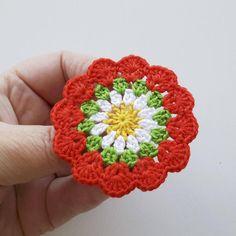 Marque-pages Au Crochet, Crochet Mouse, Crochet Crafts, Hand Crochet, Crochet Projects, Crochet Basket Pattern, Crochet Flower Patterns, Crochet Flowers, Crochet Cushions