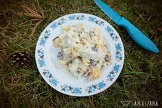 A delicious salad is obligatory for the barbecue. In the field conditions (in the garden, on departure or camping), however, it is necessary to focus on simplicity and preparation time. A salad of Chinese cabbage with fruit will be an ideal solution.