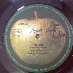 Old Records, Vinyl Records, Beatles Art, The Beatles, Beatles Singles, The Fab Four, Rock Stars, Paul Mccartney, Vintage Stuff