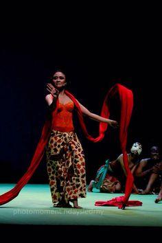 Selendang merah at Teater Jakarta