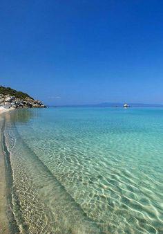 Kriopigi beach in Kassandra, Halkidiki, Greece Beautiful Places In The World, Wonderful Places, Beautiful Islands, Beautiful Beaches, Places To Travel, Places To See, Zakynthos, Halkidiki Greece, Myconos