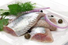 Рыба под маринадом — это очень вкусное блюдо, которое подходит как для ежедневного меню, так и для праздничного. Из нее можно готовить салаты, супы, бутерброды и горячие блюда, как, например, маринованная рыба на гриле или запеченная под сливочным соусом.