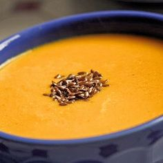 Soupe mangue-fenouil (Doug Graham) : 2 mangues, 1 large sprig of fennel -- Blend of the mangos and the bottom of the fennel sprig. Cut the remaining mango into small chunks and mix into the soup. Garnish with the top of the fennel sprig. Best Crockpot Recipes, Healthy Soup Recipes, Veggie Recipes, Mexican Food Recipes, Top Recipes, Recipies, Homemade Soup, Diet And Nutrition, Soup And Salad