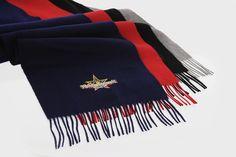 Hochwertige Schals aus Fleece und Kaschmir als Weihnachtsmarktpräsent. Blanket, Fashion, Cashmere, Scarves, Gifts, Moda, Blankets, Fashion Styles, Fashion Illustrations