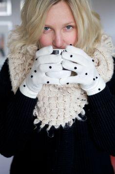 DIY pom pom gloves