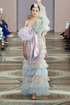 Armani Privé Fall 2019 Couture collection, runway looks, beauty, models, and reviews.