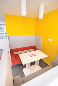 Stand By sofà - project Pricewatershouse Coopers Ljubljana
