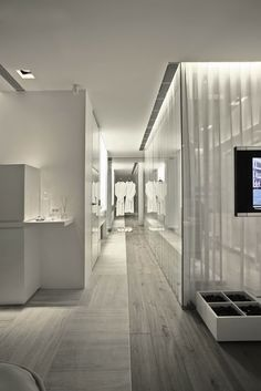 The S House in Istanbul has a contemporary interior design with a natural twist and was done by designer Tanju Ozelgin. Ozelgin had the challenge of creating a Spa Interior, Home Interior Design, Interior Architecture, Bathroom Design Software, Dressing Room Closet, Dressing Area, Modern Properties, Contemporary Interior Design, Modern Bedroom