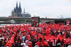 40.000 Türken demonstrieren in Köln für Erdogan - http://ift.tt/2aIGtjg