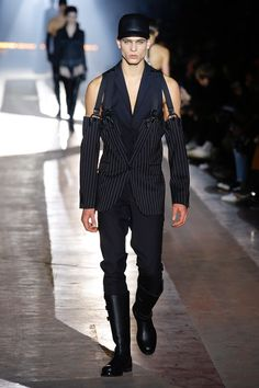 Moschino   Menswear - Autumn 2018   Look 2