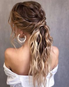 Thanks to these 30 gorgeous April hairstyles, we see nothing but gorgeous hair days in your future. Wedding Hairstyles For Long Hair, Wedding Hair And Makeup, Bride Hairstyles, Gorgeous Hairstyles, Hairstyle Ideas, Wedding Hair With Braid, Hair Styles For Wedding, Curled Ponytail Hairstyles, Bridesmade Hairstyles
