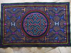 Tela Shipiba hecha a mano Textile Design, Textile Art, Textiles, Indigenous Art, Archetypes, Sacred Geometry, Cross Stitch Patterns, Mandala, Fabric