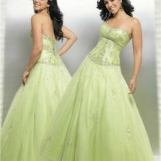Taken together, the perfect wedding dress bridesmaid dress with a specific design of your wedding the most memorable occasion of your life and for the guests to make. Bridesmaids dresses can be lon… Green Wedding Dresses, Wedding Dress Cake, Beautiful Bridesmaid Dresses, Wedding Dresses Plus Size, Long Bridesmaid Dresses, Designer Wedding Dresses, Pretty Dresses, Prom Dresses, Green Weddings