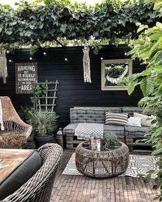 Garden room lounge MyHouseIdea - Architecture, homes inspirations and more. Outdoor Rooms, Outdoor Gardens, Outdoor Living, Outdoor Furniture Sets, Outdoor Decor, Outdoor Seating, Wooden Furniture, Backyard Patio, Backyard Landscaping