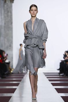 Sculptural Fashion // grey outfit by Yiqing Yin Couture Spring Summer 2015 Paris