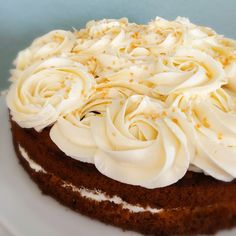 Carrot Cakes And Roses Carrot Cakes, Classic Cake, Frosting, Carrots, Roses, Desserts, Food, Creative Cakes, Carrot Cake