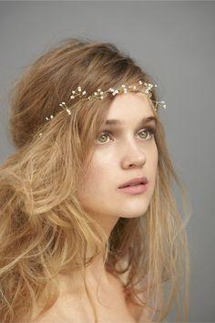 simple wedding headpiece for a bride