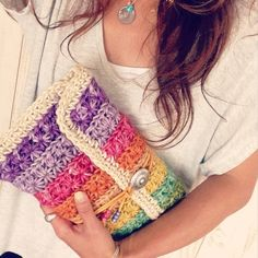 Marvelous Crochet A Shell Stitch Purse Bag Ideas. Wonderful Crochet A Shell Stitch Purse Bag Ideas. Crochet Clutch Bags, Crochet Pouch, Crochet Handbags, Crochet Purses, Crochet Bags, Crochet Clutch Pattern, Love Crochet, Diy Crochet, Crochet Crafts