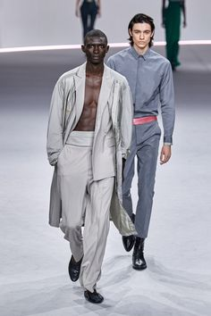 Haider Ackermann Spring 2020 Ready-to-Wear collection, runway looks, beauty, models, and reviews. Men's Fashion, New Mens Fashion, Autumn Fashion, Fashion Trends, Paris Fashion, Haider Ackermann, Vogue Paris, Young T, La Mode Masculine
