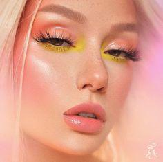 Her eyes were made to hypnotise 🤩 Soft Makeup Looks, Creative Makeup Looks, Pretty Makeup, Eye Makeup Designs, Eye Makeup Art, Eyeshadow Makeup, Punk Makeup, Make Up Looks, Makeup Trends