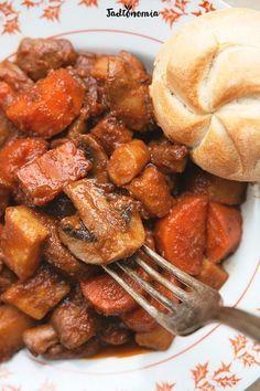 Węgierski gulasz wegański Vegetable Recipes, Vegetarian Recipes, Cooking Recipes, Healthy Recipes, Eat Happy, Food To Make, Food And Drink, Healthy Eating, Dinner