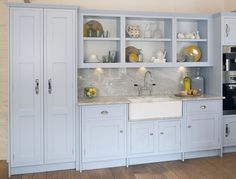 Shaker Could consider shelving over the window. don't like the non flush plinth finish. Shaker Style Kitchens, Shaker Kitchen, Kitchen Units, Kitchen Cabinets, Kitchens Uk, Dream Kitchens, Kitchen Paint, New Kitchen, Kitchen Ideas