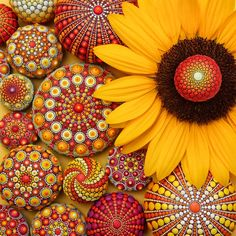 Why I'm not painting Mandala Stones in September — Colourful Artistry | Mandala Stones | Elspeth McLean Dot Art Painting, Mandala Painting, Mandala Drawing, Love Painting, Mandala Art, Elspeth Mclean, Mandala Jewelry, Meditation Art, Mandala Rocks
