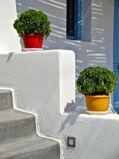 Greece Land of Light Architecture Life, Mediterranean Architecture, Ancient Ruins, Stunning View, Greece Travel, Greek Islands, Beach Fun, Beautiful Space, Flower Pots
