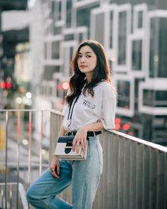 Portrait Photography Poses, Photography Poses Women, Best Photo Poses, Girl Photo Poses, Korean Fashion Trends, Korean Street Fashion, Fashion Poses, Fashion Outfits, Ootd Poses
