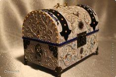 Поделка изделие Аппликация из скрученных жгутиков СУНДУК из картона В подарок  пейп- арт Салфетки фото 5