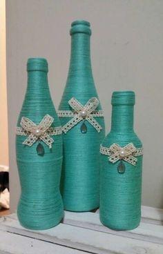 Recicle Garrafas para Decorar no Dia das Mães   Como fazer em casa Bottle Top Crafts, Wine Bottle Art, Diy Bottle, Recycled Glass Bottles, Painted Wine Bottles, Bottles And Jars, Wrapped Wine Bottles, Jar Art, Bottle Painting