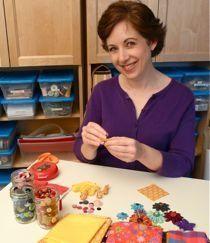 From Spool-Knitting to Loom Knitting « CraftyPod - handmade spoolknitting! Wet Felting, Needle Felting, Make Playing Cards, Spool Knitting, Knitting Ideas, Fabric Jewelry, Diy Jewelry, Jewelery, Old Greeting Cards