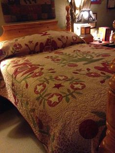 Jan Patek Quilts: Beautiful Christmas quilt is on the bed. Christmas Fabric, Christmas Colors, Christmas Quilting, Quilting Board, Crazy Quilting, Quilting Designs, Quilting Ideas, Green Quilt, Old Quilts