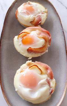 Get your weekend off to a great start with these Bacon and Egg Cups    Gluten Free, Dairy Free, Paleo & Whole30 Approved  https://thewonkyspatula.com/2016/04/15/bacon-and-egg-cups/