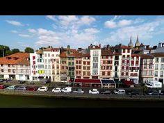 Séjournez dans cette station balnéaire convoitée, ce port coloré du Pays basque, Saint-Jean-de-Luz. Ici, shopping, macarons, thalassothérapie, le paradis !