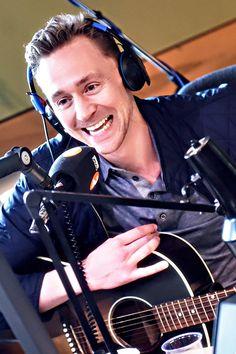 Tom Hiddleston on the BBC Radio 2 Chris Evans Breakfast Show. Source: Torrilla, Weibo http://www.weibo.com/1846858632/DuicG9b8B?from=page_1005051846858632_profile&wvr=6&mod=weibotime&type=comment#_rnd1462556133693 (Full size image: http://ww2.sinaimg.cn/large/6e14d388gw1f3ltnxhcgnj21hc0u0do0.jpg )
