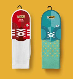 The Dieline Awards BIC socks- mousegraphics — The Dieline - Branding & Packaging Brand Packaging, Box Packaging, Packaging Nets, Creativity And Innovation, Innovation News, Innovation Design, Sock Display, Diy Tableware, Clothing Packaging