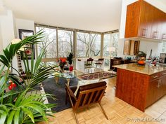 You might think this #roommate share is located somewhere in the jungle, but actually it's on #Roosevelt Island #NYC! http://www.nyhabitat.com/new-york-apartment/roommate-share/16435
