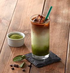 아이스 샷 그린티 라떼 Iced Shot Green Tea Latte - Starbucks Korea Coffee Menu, Coffee Latte, Coffee Drinks, Coffee Shop, Tea Recipes, Coffee Recipes, Matcha Drink, Green Tea Latte, Green Tea Benefits