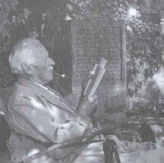 """Jung sul sentimento introverso: """"Poinchè questo particolare tipo appare in genere freddo e riservato, gli si nega, in base a un giudizio superficiale, la capacità di nutrire sentimenti di sorta, il che però è radicalmente falso dato che in lui i sentimenti non sono estensivi, ma intensivi, si sviluppano cioè in profondità."""" (Tipi psicologici, C.G. Jung)"""