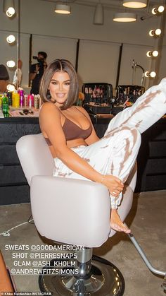 Khloe Kardashian Style, Kardashian Jenner, Kylie Jenner, Boyfriend Sweatpants, Spring Tops, Spring Summer, Hollywood Actor, Hollywood Model, Celebrity Style