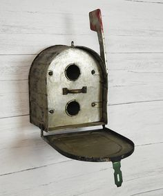 Take a look at this Mailbox Birdhouse today!