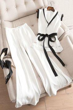 Designer Clothes, Shoes & Bags for Women Hijab Fashion, Korean Fashion, Fashion Dresses, Mode Top, Fashion Details, Fashion Design, Mode Hijab, Mode Inspiration, Mode Style