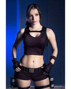 those hips (Enji Night cosplay)