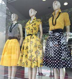 Bolas e listras com amarelo! Mode Outfits, Skirt Outfits, Dress Skirt, Fall Outfits, Casual Wedding Guest Dresses, Casual Dresses, Casual Outfits, Yellow Fashion, Retro Fashion