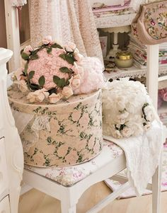 I adore a good hatbox and if you're also like me you want to find new ways of restoring them an...
