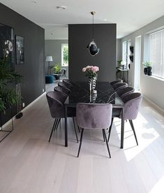 Contrasting dark and light hues create mor dimension.The clear decluttered space feels larger.Chair top (not leg) style for dining roomBildet tilhører/ Picture belongs tDark walls with light floors.Interior of your dreams ✨ (Modern Dining Room Cha Luxury Dining Room, Dining Room Design, Modern Dinning Room Ideas, White Dining Table Modern, Small Dining, Interior Design Living Room, Living Room Decor, Kitchen Interior, Home And Living