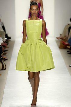 Oscar de la Renta Spring 2004 Ready-to-Wear Fashion Show: Complete Collection - Style.com